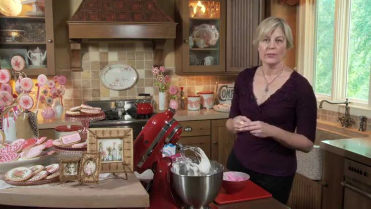 Ready to express your inner cookie artist? Well then, you're in the right place! Welcome to Lesson 5 of Julia M. Usher's Ultimate Cookie Decorating Series! N...