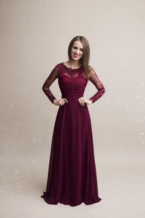 Nádherné společenské dlouhé šaty s dlouhými krajkovými rukávy. Vrchní díl  ozdoben krajkou a našitými kamínky 07d92c4dd4