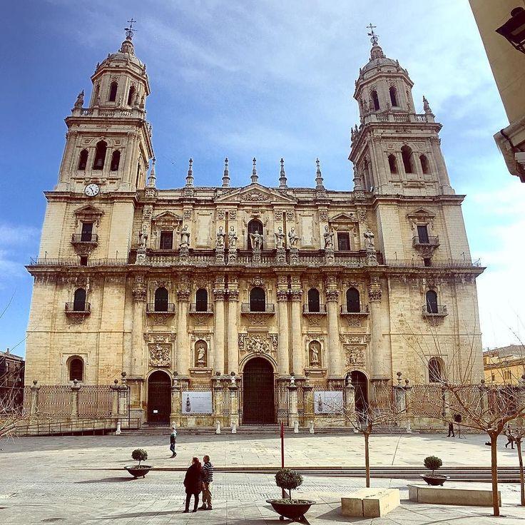 La Catedral de Jaen el símbolo más importante de la ciudad.  ___________________ #jaen #catedral #god #beautiful #photography #traveling #art #instadaily #sky #travelgram #picoftheday #love #instagood #like4like #selfie #nature #followme #instatravel #travel #religion #instapic #like #architecture #wanderlust #adventure #trip #amazing #winter #instagram #instalike @claritasturismo @tublogdeviajes