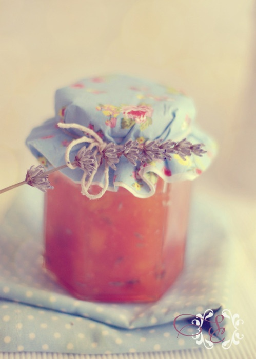 Peach & Lavendar jam....another option for the gift/place card