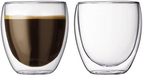 Bodum Pavina 25cl set 2 stuks  Bodum Pavina 25cl set 2 stuks (handgemaakt) De Bodum Pavina-glazen hebben een uniek ontwerp waardoor jouw drankje altijd de juiste temperatuur behoudt; ideaal dus voor warme dranken dus! Echter is het ook zo dat wanneer je een koude frisdrank in het glas doet deze ook koud zal blijven. Je hebt dus altijd baat bij dit fantastische individueel mondgeblazen glas. De glazen hebben een transparant design en liggen lekker in de hand. Bestel deze set van twee glazen…