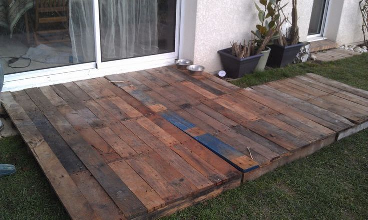 Temporary winter palette or pallet deck projects i for Movable floating deck