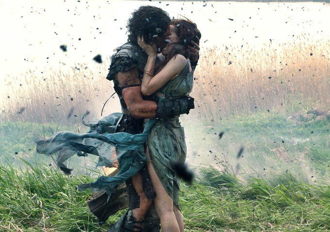 Pin for Later: The Best Movie Kisses of All Time Pompeii The movie may have been a disaster, but this kiss between Kit Harington and Emily Browning is pretty epic.