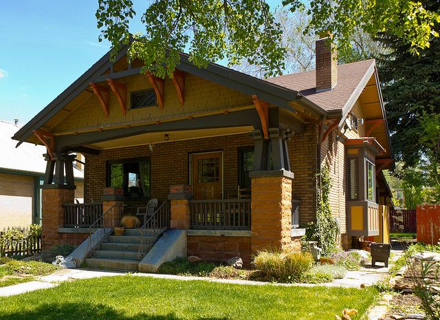 206 best arts and crafts images on pinterest arquitetura for Characteristics of craftsman style homes
