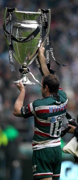Geordan Murphy lifts the Guiness Premiership Trophy for Leicester Tigers - great arse!