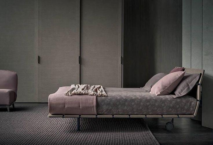 """Atmosfera elegante e sofisticata per esprimere la propria visione glamour della camera da letto  --- An elegant sophisticated atmosphere that expresses a personal glamorous vision of the bedroom  [Letto matrimoniale / Double Bed """"Tadao"""" by Vico Magistretti]"""
