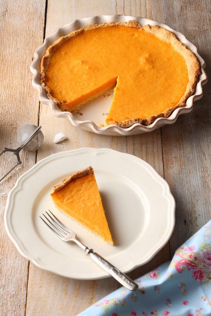 Ez a tündéri, rusztikus sütőtökös pite Jamie Oliver receptje alapján készült. Szeretem Jamie receptjeit, és a blogra is már sok desszertje került...