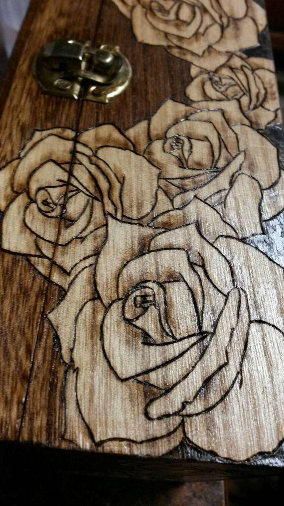 Holz Rose Box. Holz verbrannte Schachtel. Pyrograp…