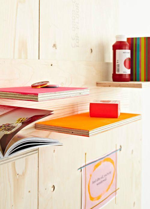 vtwonen huiscollectie kinderkamer boekenplanken fel kleur