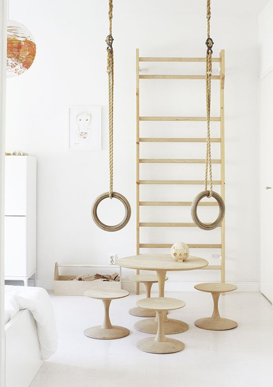 Ifyou want to keep things very minimal and get the true Scandinavian look, pair natural wood with lots of white. This room feels like a breath of fresh air.