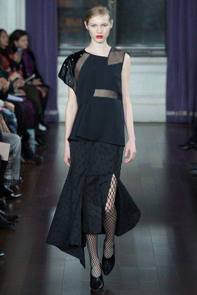 Джейсон Ву празднует 10 лет работы в индустрии коллекцией, в которой платья буквально-таки обнимают женское тело.