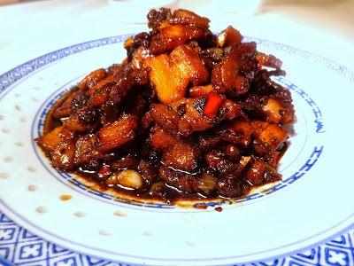 Er zijn heel wat recepten voor babi tjin of babi chin in omloop; dit is wel een heel makkelijk recept. Lekker junkfood; knapperig, vet en...
