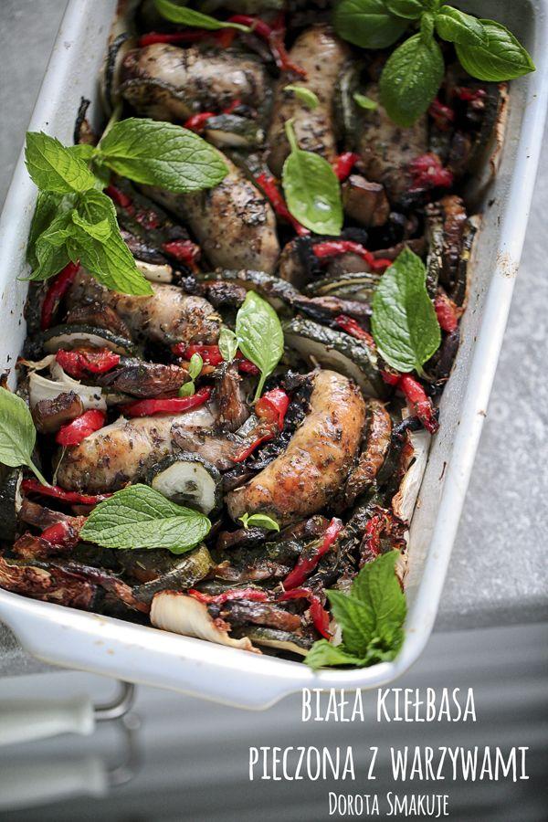 Biała kiełbasa pieczona z warzywami