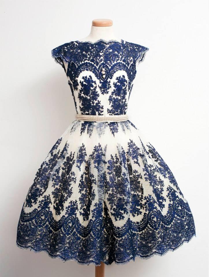 vestido azul redecorado para festa de casamento
