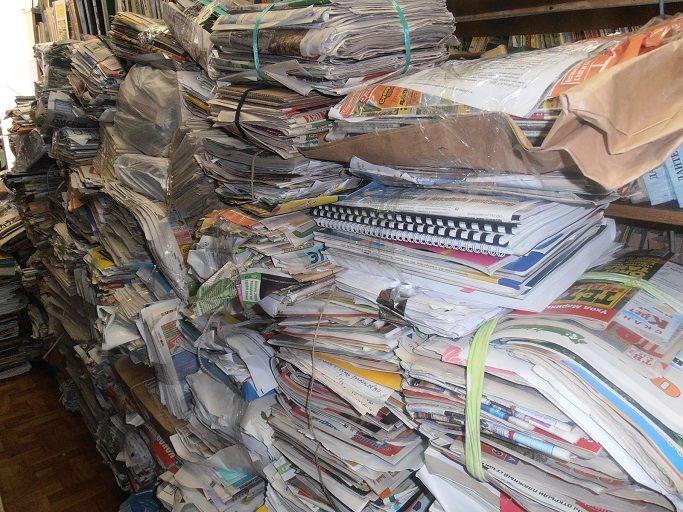 Информация перестаёт быть информацией :(. Ибо пишут не думая, публикуют не глядя, нажимают на Delete толком не прочитав, и ничего не усвоив.   Сдаётся мне, что технологической сингулярности будет предшествовать вселенское информационное GIGO :)). А посерединке - толпы салонных дебилов, знающих вроде бы много, но не способных отличить мусор от не-мусора, и как-то логически связать между собой больше двух фактов.   Что делать?  1) Жёстко фильтровать источники информации 2) Балансировать…