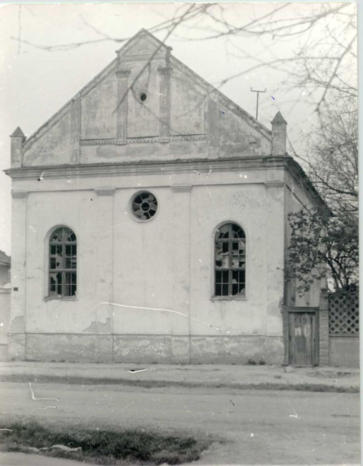Soltvadkert Orthodox synagogue was located in Pest-Pilis-Solt-Kiskun county, Hungary. Jews settled in Soltvadkert during the second half of the 19th century. The synagogue was built in 1899. In 1941, there were 412 Jews and 3 Christians of Jewish descent. Most were killed in Auschwitz.