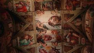"""Image copyright                  Reuters                  Image caption                     Más de 2.700.000 fotografías componen la obra.   Una réplica de tamaño real de la Capilla Sixtina, una de las principales atracciones del Vaticano, abrió sus puertas esta semana en el corazón de Ciudad de México, al lado del Monumento a la Revolución.  """"La Capilla Sixtina, uno de las salas de los Museos Vaticanos que anualmente registra la mayor cantida"""