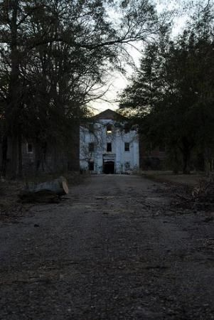 Old Bryce Mental Institution (Jemison Mental Institute) in Tuscaloosa Alabama - rumored to be very haunted