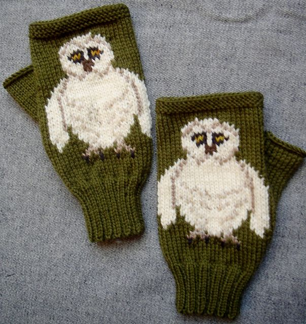 Ravelry: Barn Owl fingerless gloves/mitts pattern by Twisted Classics