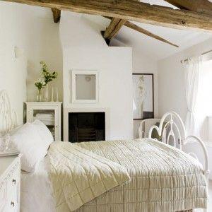 sovrum inrett i lantlig stil!