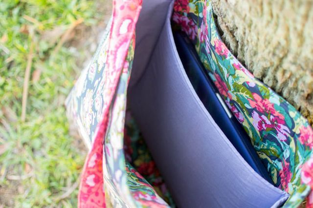 Your kids' backpacks all come with laptop pockets built right in... why not your next tote bag? Last week when I sewed up the Garden on the Go Bag.I decided to add a laptop pocket to the interior so