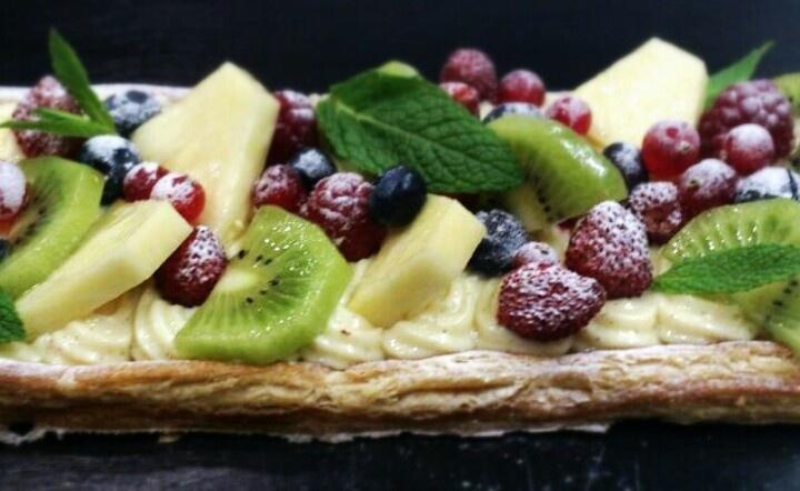 Hojaldre con crema pastelera y frutas