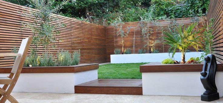 modern fence / privacy screen for a modern garden