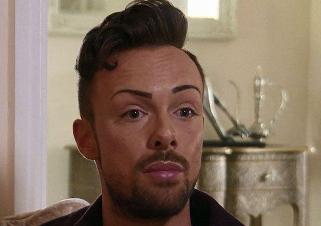 Un chico gay es adicto al botox por culpa de un ataque homófobo