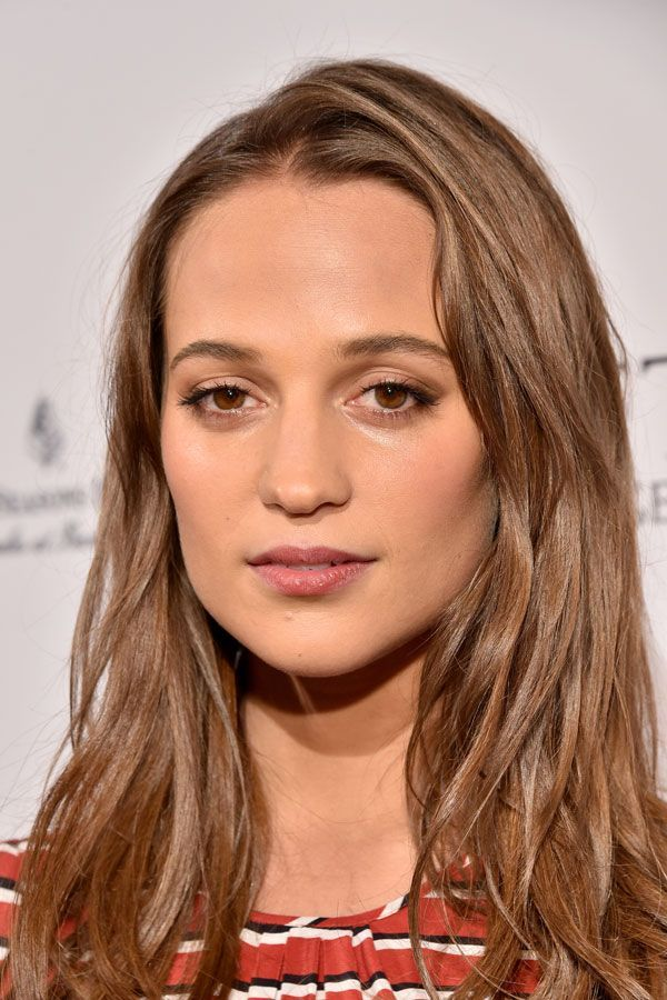 Here, Vikander nails French-girl beauty with understated lips and lashes, and less-than-perfect brows and hair. #refinery29 http://www.refinery29.com/2016/05/110827/alicia-vikander-makeup#slide-9