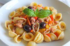 La Tavola Allegra: Orecchiette con Salsiccia, Peperoni e Olive nere di Gaeta