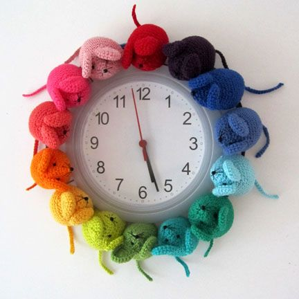 rainbow mouse clock. Too stinkin' cute!