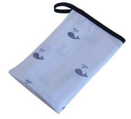 Hydrofiel doek blauwe walvissen | DOEKEN MET BIASBAND & HANGLUS | A Lovely Box