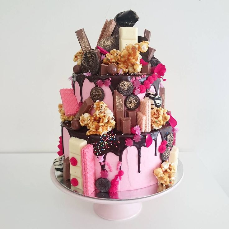 Isn't she lovely? 2 Tier Hero Cake with Rose Pink buttercream, salted caramel popcorn, Cherry Ripe, Milky Bar, Kit Kat, gold dusted chocolate Crown, Oreo Cookies, Malteasers, strawberry licorice stars, strawberry wafers and a sprinkling of edible flower petals. Can you spy the Zebra Chocolate Gems too?