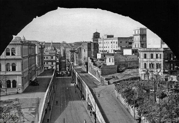 Via degli Annibaldi (1945) foto presa dal Colosseo.