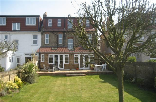 Holiday House with golf nearby in South East London, Eltham - internet access, balcony/terrace