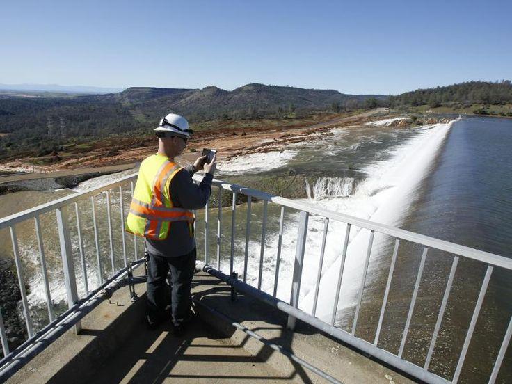#SZ   #Angst #vor Staudamm #Bruch Jahrelang kaempft Kalifornien #mit #der Duerre. #Dann #setzen heftige Regenfaelle #den US-Bundesstaat grossteils #unter #Wasser. #Nun droht #auch #noch #ein riesiger Staudamm #zu brechen.#Wegen #der kritischen #Lage #an #einem riesigen Staudamm #hat Kalifornien #den Notstand #fuer #mehrere Bezirke ausgerufen. #Nach tagelangen Regenfaellen #ist #der Damm #des Oroville-Stausees #an #seine Belastungsgrenze http://saar.city/?p=42744