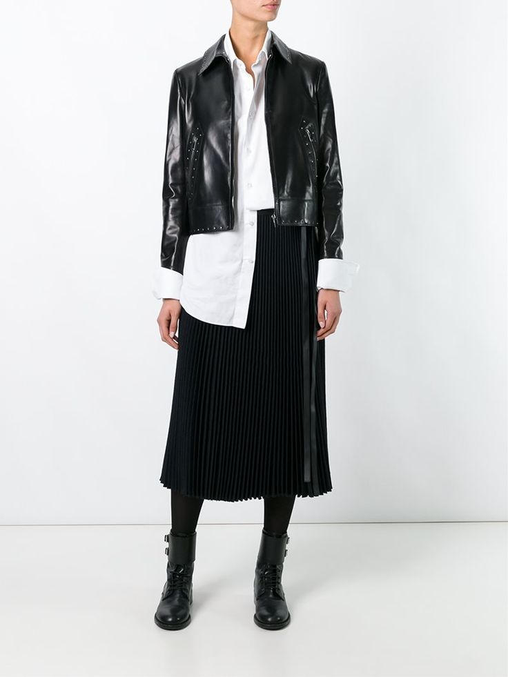 ¡Cómpralo ya!. Valentino Studded Jacket. Black lambskin studded jacket from Valentino featuring a cutaway collar, a front zip fastening, front zipped pockets and long sleeves. , chaquetadecuero, polipiel, biker, ante, antelina, chupa, decuero, leather, suede, suedette, fauxleather, chaquetadecuero, lederjacke, chaquetadecuero, vesteencuir, giaccaincuio, piel. Chaqueta de cuero  de mujer color negro de Valentino.