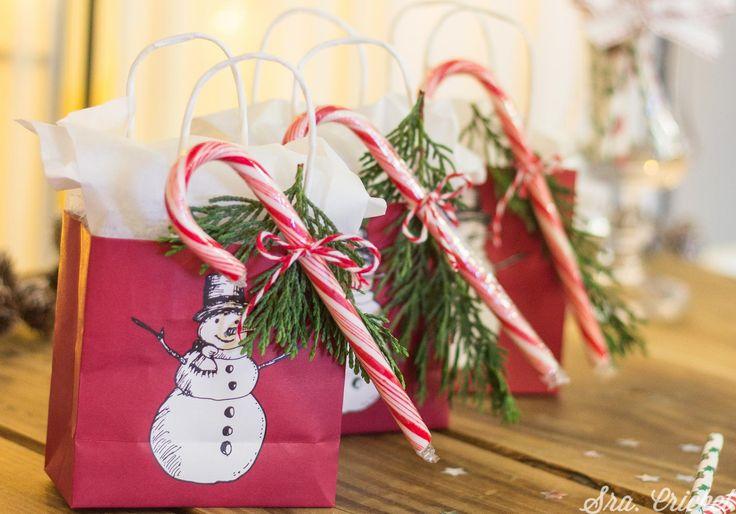 Fiesta navideña en casa para niños. Celebramos la navidad en una fiesta infantil de navidad donde viene de visita Papá Noel. Estos son los preparativos