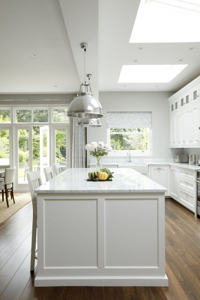 Gorgeous 55 Luxury White Kitchen Design Ideas https://bellezaroom.com/2017/09/10/55-luxury-white-kitchen-design-ideas/