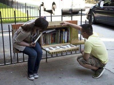 In Amsterdam hebben ze speciale parkbankjes waar je  gratis boeken kunt lezen.
