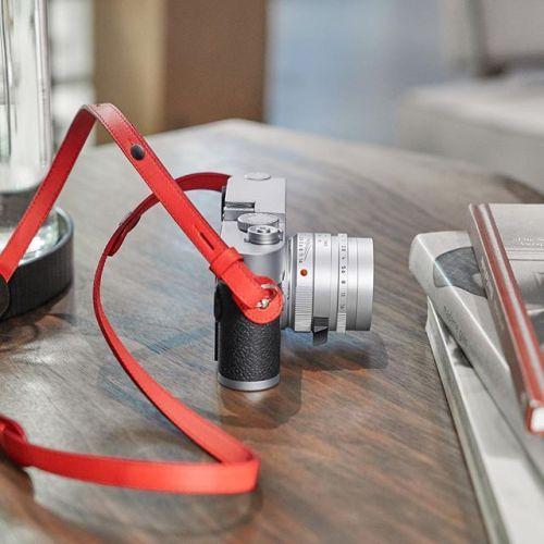 [LEICA M 10] Aussi fin qu'un Leica M en argentique.  #LeicaCameraFrance #Leica_world #LeicaM10 #streetphotography #fashionphotography #travelphotography #architecturephotography #modernphotography #MadeInWeltzar via Leica on Instagram - #photographer #photography #photo #instapic #instagram #photofreak #photolover #nikon #canon #leica #hasselblad #polaroid #shutterbug #camera #dslr #visualarts #inspiration #artistic #creative #creativity