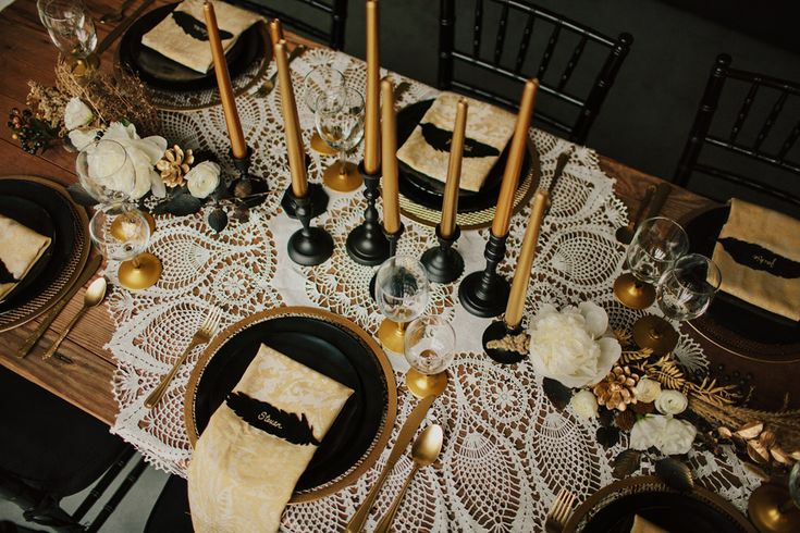 Black and gold wedding table settings. Via love is a big deal.