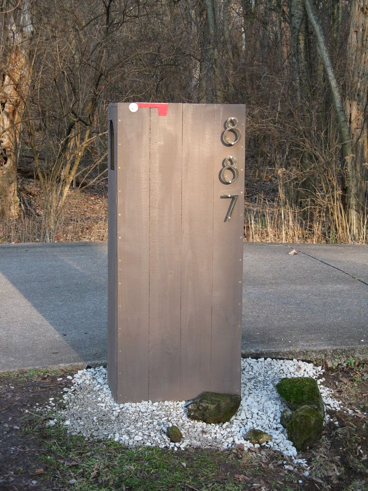 mailbox idea. I'd like to see the punks hit this concrete slab with their baseball bat. he he heDiy Mailbox, Modern Mailbox Ideas, Modernmailbox, Wooden Boxes, Modern Mailbox Diy, Modern Houses, House Numbers, Mail Boxes, Diy Modern