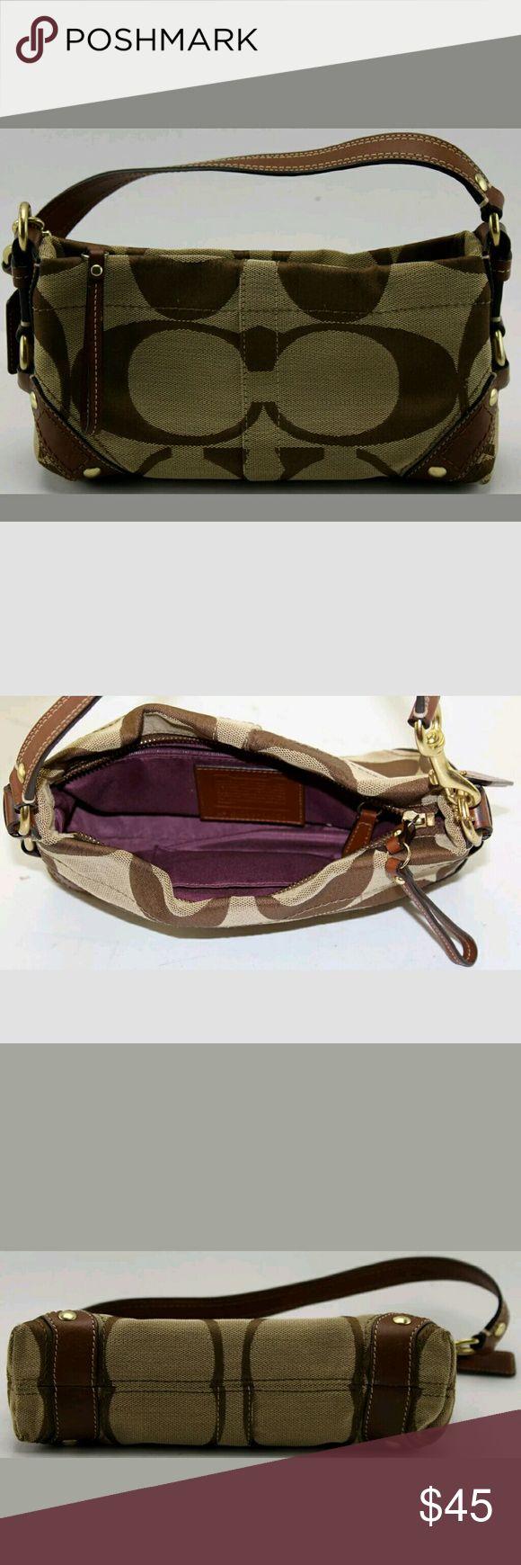 Coach clutch Excellent condition Coach Bags Mini Bags
