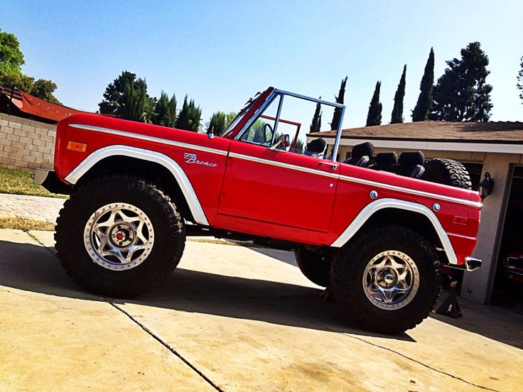 """Classic early ford bronco 20"""" wheels with 40"""" tires Topless red"""
