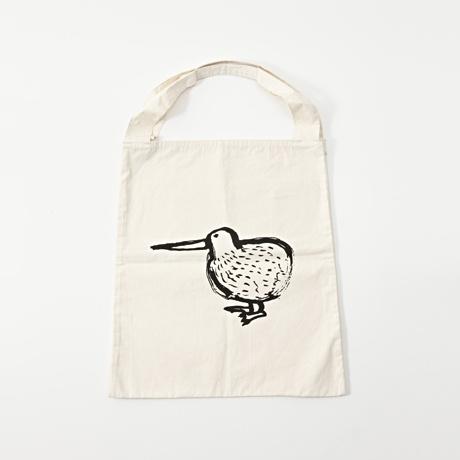 IDEE W-Tote Bag  ダブルトートバッグ キウイ  ¥3,150(税込)  一枚の布を二つに折ってできたポケットが機能的なダブルトートバッグです。コットンバッグに力の抜けたオリジナルイラストがポイントです。真ん中の隙間には上着や新聞などを挟むこともできます。  こちらはフォルムがかわいいキウイが描かれています。
