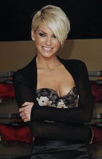 Sarah Harding latest Short Hairstyle- love this. Now if I could just figure out how to live I. Real life and SEE in this style.