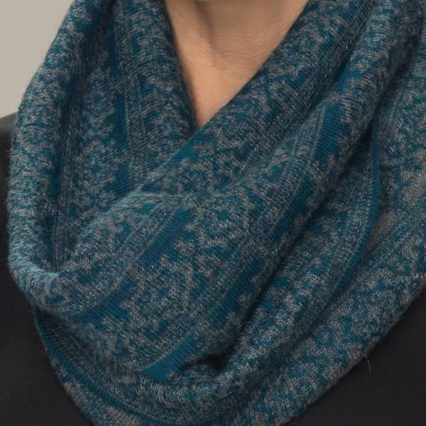 Rosa baby alpaca double faced jacquard pattern snood teal blue green detail