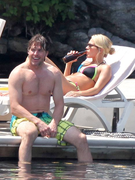 Carrie Underwood and her husband Mike Fisher spend a day at a cottage ...