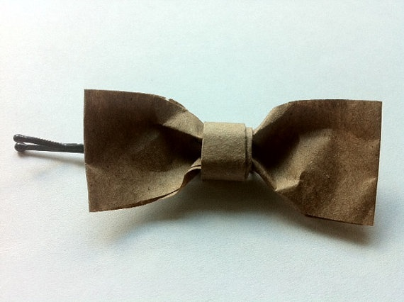 16 ways to upcycle brown paper bags.  love!!  Brown Paper Bag Hair Bows
